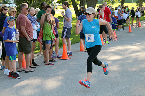 Woman running in the WaunaFest Run event (Waunakee, WI)
